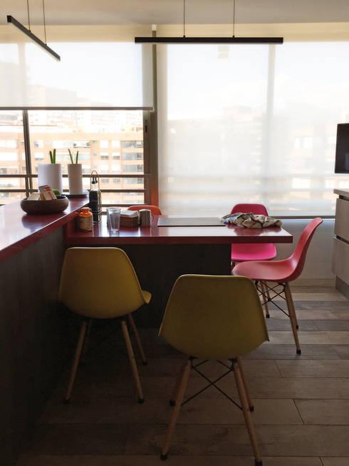Penthouse Vitacura: Cocinas de estilo moderno por NEF Arq.