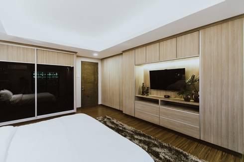 Master Bedroom: modern Bedroom by Living Innovations Design Unlimited, Inc.