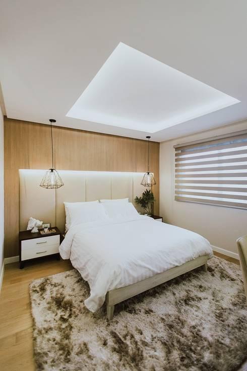 Girl's Bedroom 2: modern Bedroom by Living Innovations Design Unlimited, Inc.
