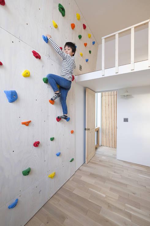 山の手コートハウス: 一級建築士事務所 Atelier Casaが手掛けた子供部屋です。