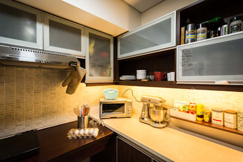 Sonata Private Residences: modern Kitchen by TG Designing Corner