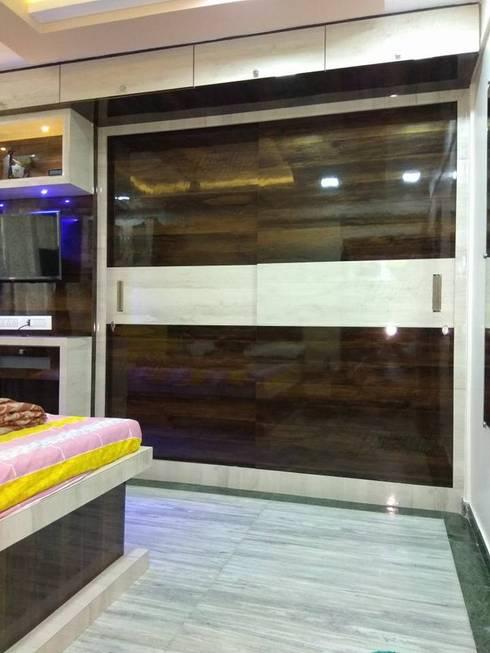 wall drop in master bedroom: modern Bedroom by KUMAR INTERIOR THANE