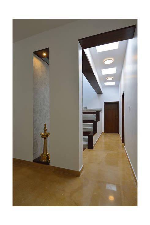 Corridor & hallway by Ineidos