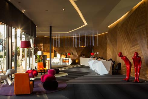 《百老匯接待中心》:  商業空間 by 辰林設計