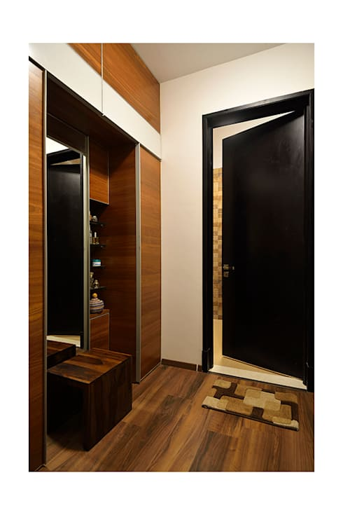 modern Dressing room by Ineidos