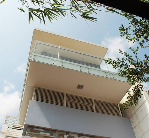 Nhà ống 2 tầng 88m2 thông thoáng cùng thiết kế giản dị.:  Nhà gia đình by Công ty TNHH Thiết Kế Xây Dựng Song Phát