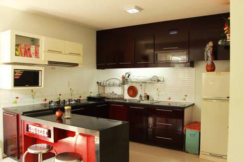 Không gian bếp hiện đại với đầy đủ tiện nghi.:  Bếp xây sẵn by Công ty TNHH Thiết Kế Xây Dựng Song Phát