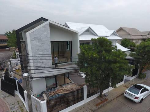 บ้านคุณเอกเมธ พระราม2:   by Dersyn Studio Co.,Ltd.