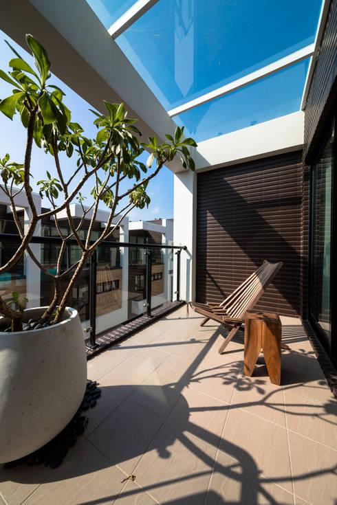 渡假趣:  屋頂 by 木皆空間設計