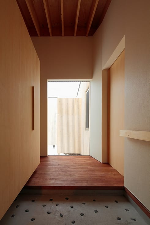 BLACK BOX: 株式会社 ATELIER O2が手掛けた廊下 & 玄関です。