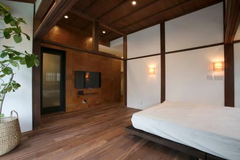 洋室2: 株式会社井蛙コレクションズが手掛けた寝室です。