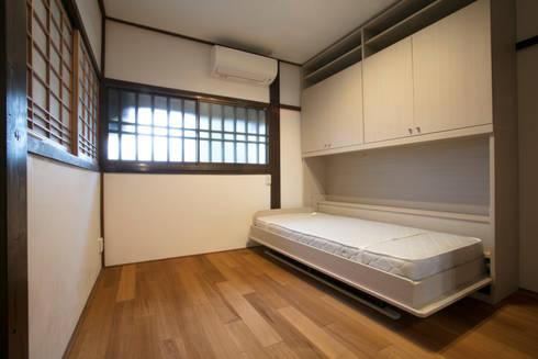 洋室3: 株式会社井蛙コレクションズが手掛けた寝室です。