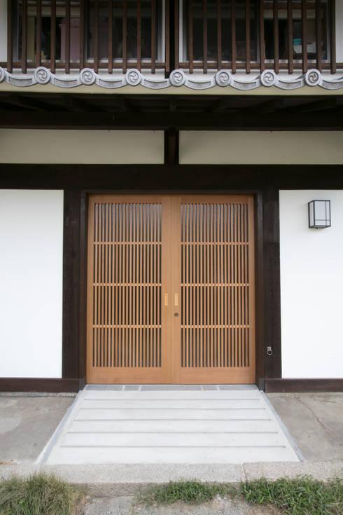 玄関ポーチ: 株式会社井蛙コレクションズが手掛けた家です。