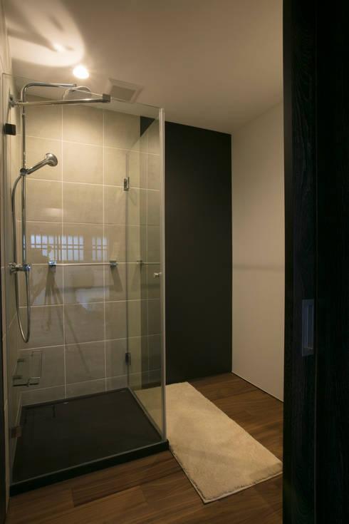 シャワーブース: 株式会社井蛙コレクションズが手掛けた浴室です。