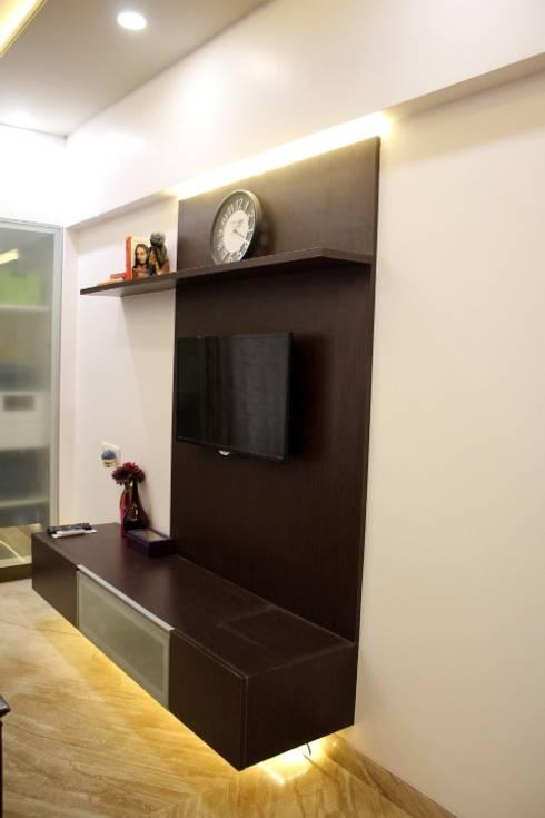 3BHK at Kalyani Nagar, Pune:  Living room by Finch Architects