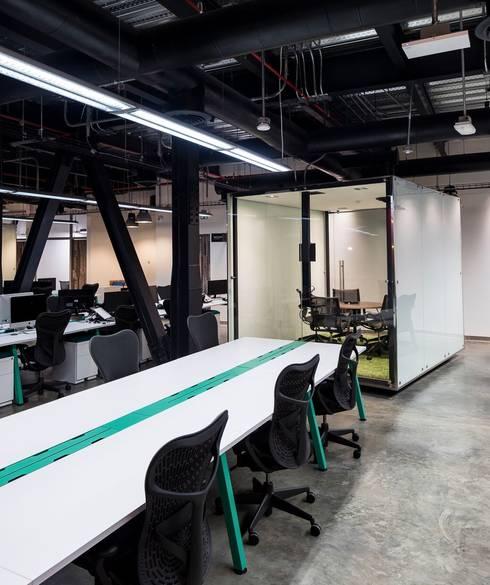 Edificios de oficinas de estilo  por Victor Consuegra G. Arquitecto