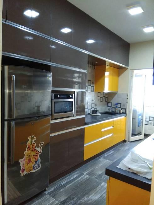 DLF Westend Heights—A1124: modern Kitchen by Pebblewood.in