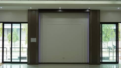 ห้องประชุม:   by Boonyatat decor