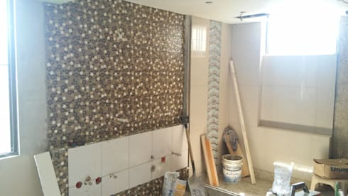 baño principal - acabados paredes: Baños de estilo minimalista por Arquigrafic, c.a.