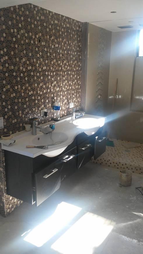 lavamosn baño principal: Baños de estilo minimalista por Arquigrafic, c.a.