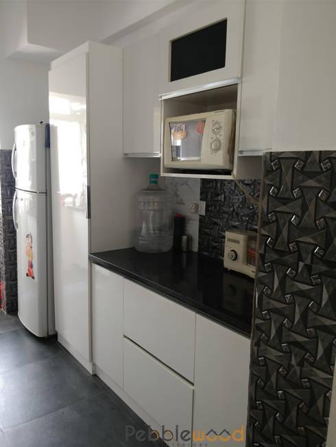 B6111—DLF Westend Heights: modern Kitchen by Pebblewood.in