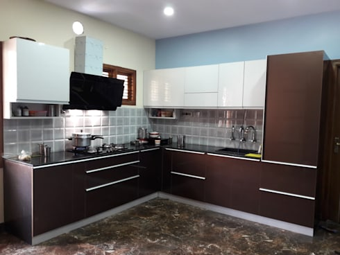 Project Gayatri—Mahalaxmi Layout—Bangalore: modern Kitchen by Pebblewood.in