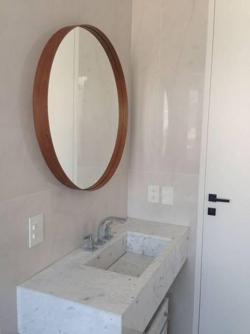 Baños de estilo minimalista por Barragan Carpinteria