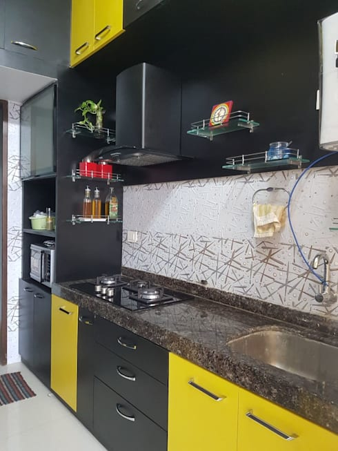 Navi Mumbai flat:  Kitchen units by Creative Focus