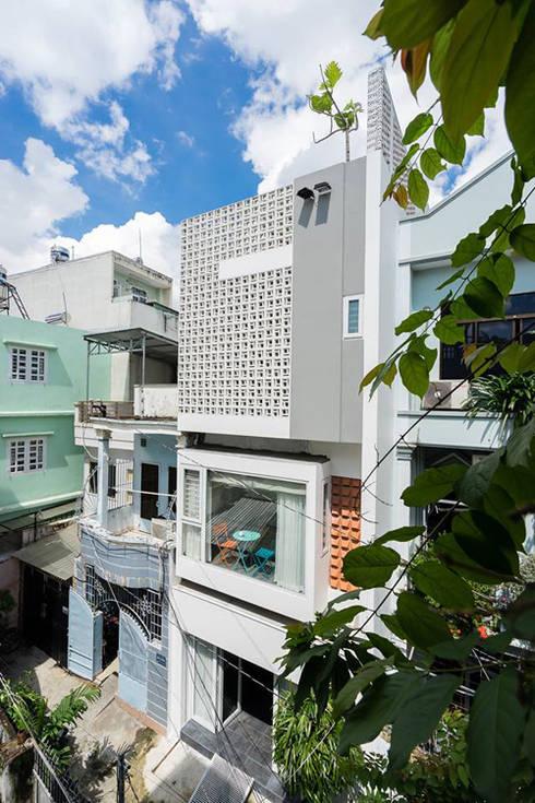 Nhà ống 4 tầng 54m2 này được xây dựng tại quận Phú Nhuận.:  Nhà gia đình by Công ty TNHH Thiết Kế Xây Dựng Song Phát