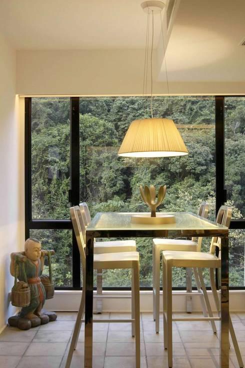 Formwell Garden: modern Dining room by Clifton Leung Design Workshop
