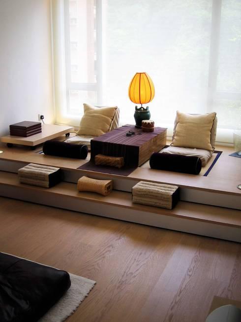 Formwell Garden: modern Living room by Clifton Leung Design Workshop