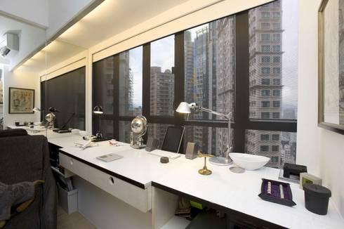 Vantage Park: modern Study/office by Clifton Leung Design Workshop