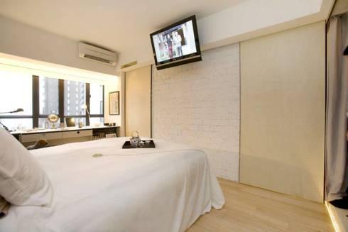Vantage Park: modern Bedroom by Clifton Leung Design Workshop