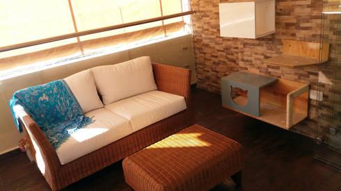 La creativa reforma del Star tv con balcón: Hogar de estilo  por TICKTO STUDIO