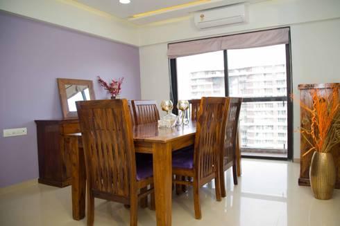 Mrs. Rama Vaidyananath: modern Dining room by Aesthetica