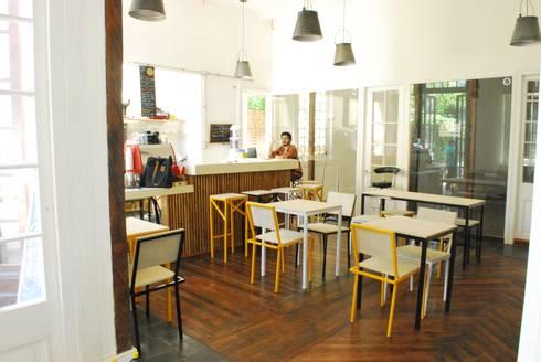 Monky Coffee: Comedores de estilo rural por Viga Arqutiectos