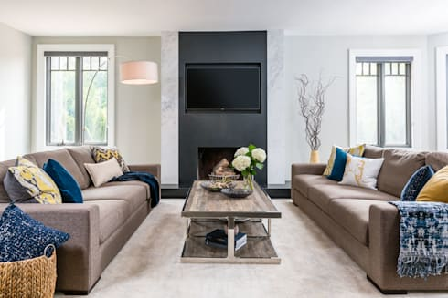 Modern comforts: modern Living room by Frahm Interiors