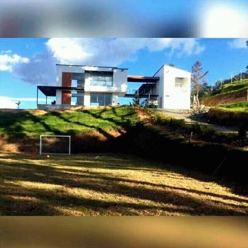 Casa Del Rio: Casas de estilo rural por La Caja De Herramientas - Taller de Arquitectura