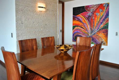 juego de mesa extensible y sillas : Comedor de estilo  por in Design & Craft