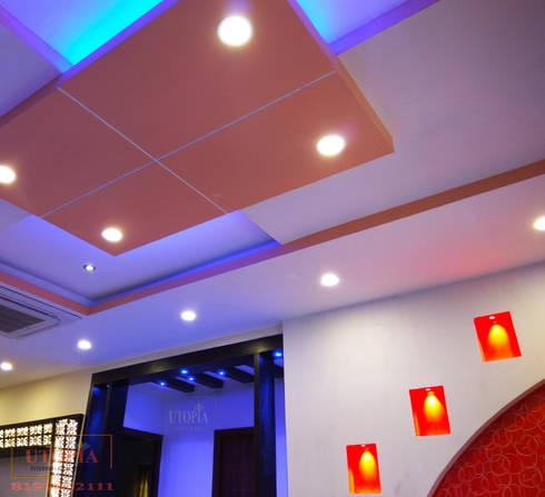 False ceiling design:  Corridor & hallway by Utopia Interiors & Architect