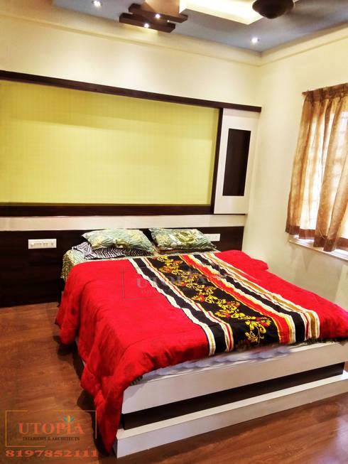 Bedroom interior design:  Bedroom by Utopia Interiors & Architect