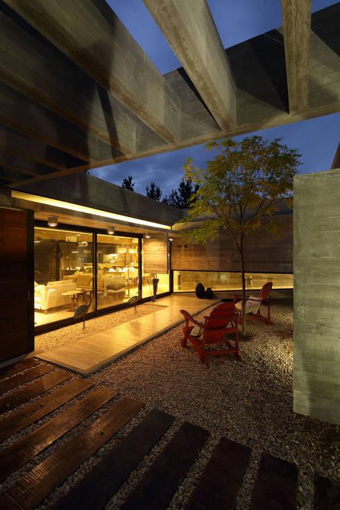 Casas de estilo  por Besonías Almeida arquitectos