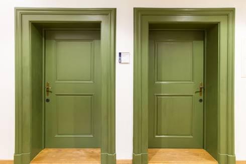 Büros, Türen:  Bürogebäude von Fiedler + Partner