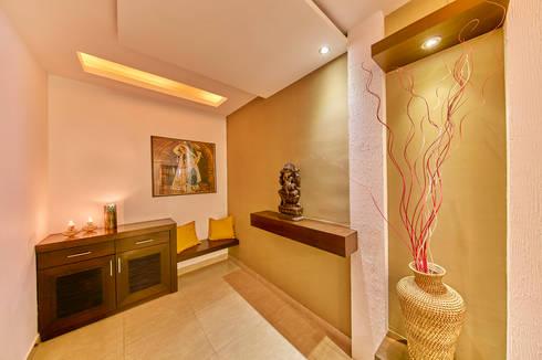 Foyer area :  Corridor & hallway by NVT Quality Build solution