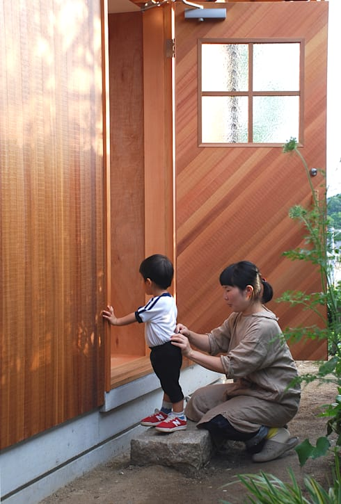 Pintu by 丸菱建築計画事務所 MALUBISHI ARCHITECTS
