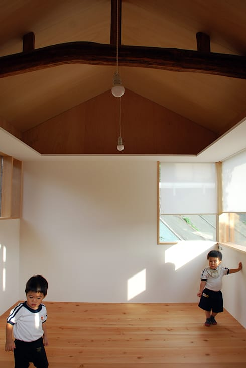 Dinding by 丸菱建築計画事務所 MALUBISHI ARCHITECTS