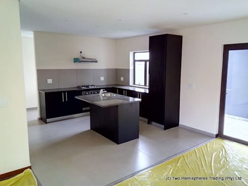 Midrand Site 4: modern Kitchen by Drake Williams Decor