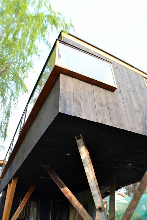 Voladizo y volumentria: Casas de estilo  por PhilippeGameArquitectos