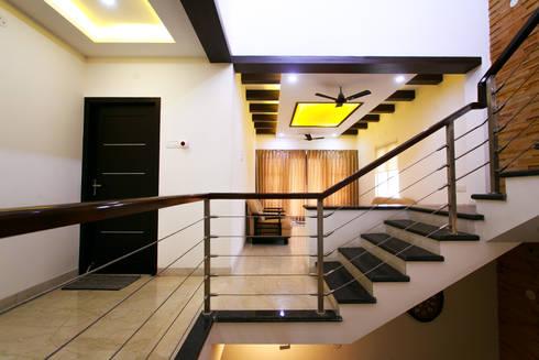 Family Room:  Corridor & hallway by M/s Studio7 Architects
