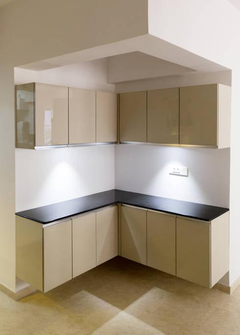 Sridhar's Residence:  Kitchen units by M/s Studio7 Architects